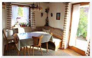 Der Frühstücksraum der Pension. Hier können Sie auch abends fernsehen oder gemütlich zusammensitzen.